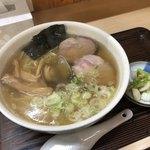 らーめん工房 魚一 - 魚醤ラーメン あっさり味 細麺