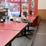 ラーメン山岡家 - テーブル席