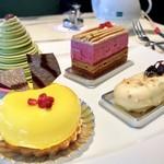 ロビーラウンジ - 1皿目@柚子ムース、抹茶のモンブラン、カシスウーロン、ラムレーズンバー
