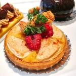 ロビーラウンジ - りんごのタルト@シナモンがとてもきいたバターたっぷりのタルト、林檎はしゃきっと感が残っていて美味しい