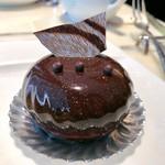 ロビーラウンジ - ベルガモットが香るアールグレイショコラ@アールグレイが香るチョコ好きのためのチョコケーキ、なめらかなチョコムースの中に濃厚ガナッシュがイン