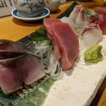 天史朗寿司 - お刺身盛り合わせ(しめ鯖、マグロ中トロ、真鯛、目鯛昆布締め、石鯛、ソウダガツオ)