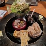 くげ庵 - おばんざいの盛り合わせ(シラス入 り玉子焼き、つぶ貝、蓮根ハサミ揚げ、 生野菜そばせんべい、こづゆ)