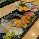 料理屋 あがる - お刺身盛り合わせ(クエ、つぶ貝、赤貝、生タコ、金目鯛、しめ鯖、マグロ、生ウニ)