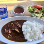 99467830 - 「カレーランチ」800円 。サラダ、スープ、コーヒー付き