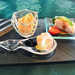 中国料理 翆陽 - 料理写真:前菜4種盛り    お正月らしい。