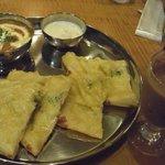 インド定食 ターリー屋 - バタチキ&チーズナンセット(\850)+アイスチャイ(\100)