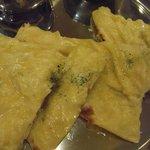 インド定食 ターリー屋 - チーズナンのドアップ