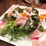 99470156 - イタリア産生ハムと彩り野菜のサラダ