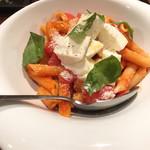 99470163 - ペンネ モッツアレラチーズとバジリコのトマトソース