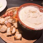 明石発酵所 鍛冶二丁 - チーズフォンデュ 具の置き方も雑