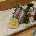 お魚亭 - お刺身盛り合わせ(平目薄造り、金目鯛、タコ、イワシ)