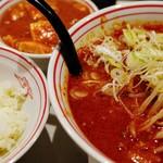 99481996 - 北極辛さ2倍麺半分、定食、麻婆豆腐大盛、ネギ、スラ玉