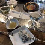 立ち呑みばっかす - 白ワイン・シャンパン・ブルーチーズ