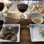 立ち呑みばっかす - 赤ワインと砂肝のコンフィ・ブルーチーズ