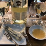 立ち呑みばっかす - KISHU(梅ワイン)とブルーチーズと蜂蜜
