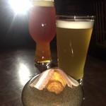 タビ式 - 変わったビールとお通しのクロワッサンと生ハム 洒落ている