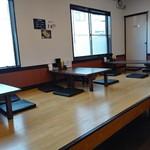 麺屋 ながとみ - お座敷テーブル