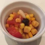 カレーの店 マボロシ - 付け合わせのサラダ