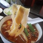 chuugokuryourikouka - ムッチリしていてツルッとした食感の刀削麺