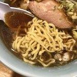 ○鐵二代目 - 最高の極煮干し 並 麺は太波打ち麺と細波打ち麺が選べ、今回は太波打ち麺を選択。