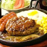 コロンボセカンド - 料理写真:文句なし人気NO.1『ジンジャーハンバーグ』は牛肉100%のずっしり肉厚ハンバーグ×玉ねぎの旨みが効いた甘辛秘伝ソース!
