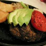 Humburg&Steak 赤坂グリル - ハンバーグ180g、おろしポン酢ソース、アボカド&トマト