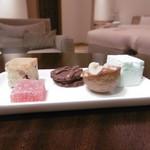 THE HIRAMATSU HOTELS&RESORTS - ディナーの小菓子が客室に