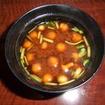 赤坂 津つ井 -  なめこ入りのお味噌汁です。