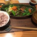 ミツバチ食堂 - お肉の定食(1,242円 税込)評価=◎ お魚のできが素晴らしい!!