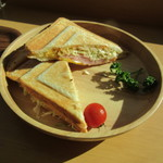 カフェイチハチロクキュウ バイマルゼン - ロースハムとダブルチーズのホットサンド ドリンクとセットで 780円