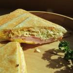 カフェイチハチロクキュウ バイマルゼン - ロースハムとダブルチーズのホットサンド ズーム