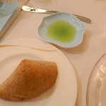 シェムラブルリス - オリーブオイルとパン