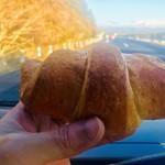 ベーカリー 神戸屋 - 料理写真:塩バターパン