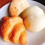 シーフードトラットリアSdining - 白パン、フォカッチャ、クロワッサン