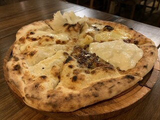Italian Kitchen VANSAN 大泉学園店 - 10種チーズのプレミアムフォルマッジ 1,050円。