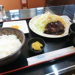レインボー - 日替わりランチ(ハンバーグと目玉焼き)