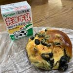 森のパン - 丹波黒豆パン