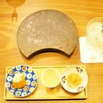 """焼鳥 佐田十郎 - """"お通し:鶏白湯スープ・大根おろし・柿の和えない白和え"""""""
