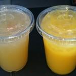 コウジ サンドウィッチ スズムラ - 左はアップルジュース、オレンジジュース