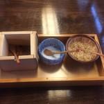 そば屋 長森 - 薬味:唐辛子、粗塩、胡麻