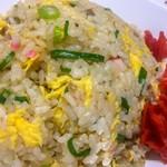 長浜ナンバーワン  - 料理写真:チャーハン ¥600  シンプルなシットリ系チャーハン。塩分強めですが、福神漬けとの相性いいです。炒めが少なく、卵がフワフワ。気に入りました。