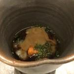 鮨 そえ島 - 赤海鼠(大村)、このわたのせ・・ほうじ茶で煮られた「海鼠」は柔らかく食感がいいですし、 コノワタと共にお酒泥棒な品。