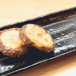 野菜酒場 天ぷら白金 - しいたけのエビ明太詰め