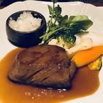 99550484 - 主人は「嘉穂牛照り焼きステーキ」を。選んだ理由が一番ボリュームがあるりそう、、という事らしい。(^^;) 何度か頂いている品ですが、普通に美味しいと。