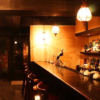落ち着く空間でお酒を堪能。記念日やデート、お一人様でも