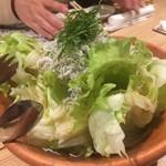 宇田川町魚金 - しらすたっぷりレタスサラダ
