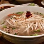 ベトナムちゃん - 【牛肉しゃぶしゃぶフォーセット@税込1,000円】牛肉のフォー:もやしを乗せてみました。