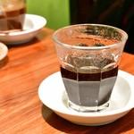 ベトナムちゃん - [手前]ベトナムコーヒー(ホット│コンデンスミルク無し)