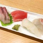 99554189 - お刺身盛りとお寿司が一貫